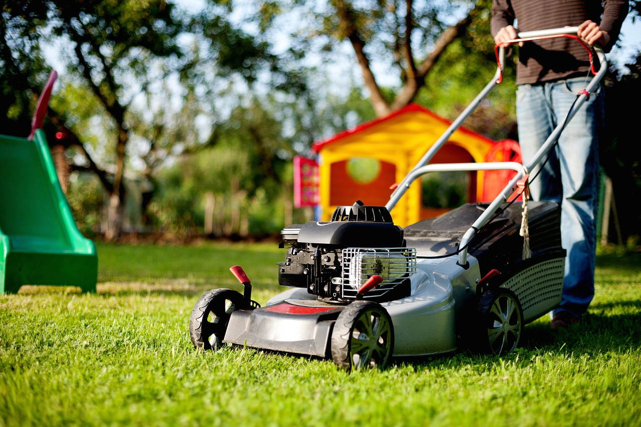 7 Tips on How to Mow Your Lawn Like a Pro